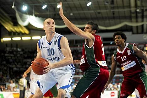 Tuukka Kotti pelasi koripallon EM-kisojen jatkokarsinnassa Portugalia vastaan viime elokuussa.
