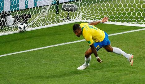 Paulinho teki Brasilian johtomaalin.
