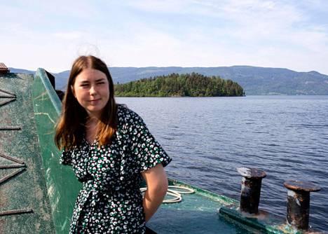 Astrid Hoem on saarelta selvinnyt nuorisojärjestö AUF:n johtaja. Hän matkusti Utøyalle uudelleen tämän vuoden heinäkuussa.