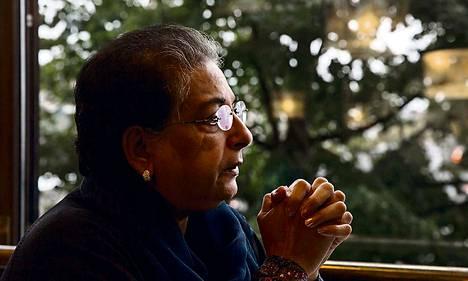 Pakistanilainen Hina Jilani osallistui syyskuussa Helsingissä pidettyyn ihmisoikeuskonferenssiin, jossa hän tapasi ensi kertaa Martti Ahtisaaren, kollegansa The Elders -ryhmästä.
