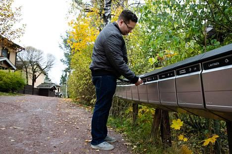 Antti Nykänen oli yksi HS:n kyselyyn vastanneista. Hän on viime vuosina saanut useasti kaivaa postilaatikostaan muille kuuluvia kirjeitä.