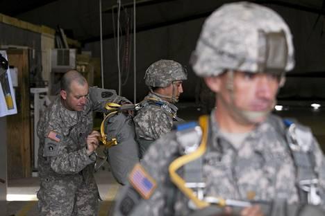 USA:n armeijan sotilaita Kosovossa huhtikuussa.