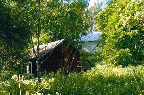 Palanut sauna oli hirsinen rakennus 1800-luvulta.