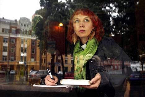 Tuomiokapituli käsitteli aiemmin Marjaana Toiviaisen osallistumista pakkopalautuksia vastustaneisiin mielenosoituksiin.