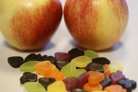 Sokerin syömisellä saattaa olla vaikutusta akneen, mutta pelkästään ruokavaliolla sitä ei voi hoitaa.