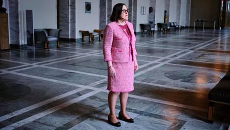 Eduskunnan pitkäaikainen viestintäjohtaja Marjo Timonen viimeisenä työpäivänään Eduskuntatalossa perjantaina.