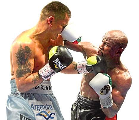 Floyd<br />Mayweather (oik.) otteli toukokuun alussa argentiinalaista<br />Marcos Maidanaa vastaan.