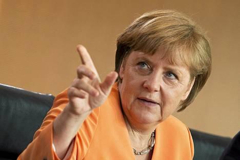 Angela Merkelin mielestä muutoksien valmistelun alkamisajankohdasta pitää päättää EU:n huippukokouksessa joulukuussa.