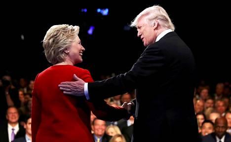 Hillary Clinton ja Donald Trump vaaliväittelyssä vuonna 2016.