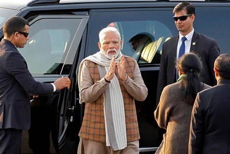 Intian pääministeri Narendra Modi saapui seremoniatilaisuuteen Delhissä tiistaina.