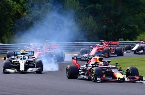 Valtteri Bottas hävisi lähtötaistelun Max Verstappenia vastaan ja jarrutuksessa rengas lukittui pariin kertaan Hungaroringin radalla Budapestissa sunnuntaina.