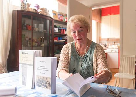 """Lukuisia kirjoja tehnyt Katri Karasma kirjoittaa myös ahkerasti nettisivuilleen. """"Kirjoittaminen on minulle kutsumus ja pakko."""""""