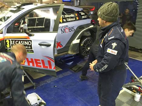 Portugalilainen Orlando Lourenco on Hyundain tallissa Thierry Neuvillen auton päämekaanikko,