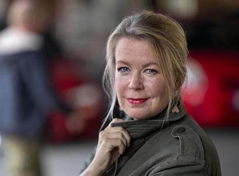 Kirjailija-dokumentaristi Elina Hirvoselle taide on tapa käsitellä maailman ja ihmisten ristiriitaisuutta.
