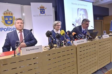 Ruotsin pääministerin Olof Palmen murhan tutkinnassa mukana olevat Dag Andersson, Kerstin Skarp ja Hans Melander olivat paikalla torstaina Tukholmassa pidetyssä lehdistötilaisuudessa.