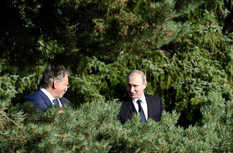 President Sauli Niinistö (left) of Finland and President Vladimir Putin of Russia enjoyed a lively discussion under beautiful Finnish trees in Naantali, Finland in July 2016.