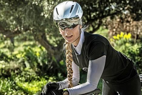 Noora Honkala on pyöräillyt nuorempana paljon, mutta triathlonpyörällä ajaminen on hänen mukaansa vähän oma juttunsa.