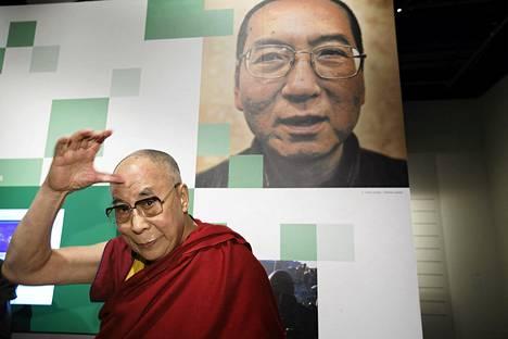 Dalai-lama vieraili tällä viikolla Nobel-keskuksessa, jossa on myös Liu Xiaobon kuva.