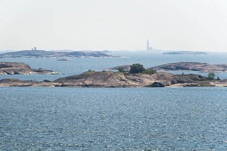 Saaristomeri muodostuu yli 40 000 saaresta. Kuva Örön linnakesaarelta Kemiönsaaresta heinäkuulta 2014.