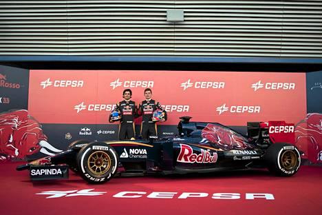 Carlos Sainz Junior ja Max Verstappen esittelivät Toro Rosson uuden auton.