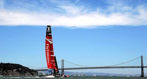 Uuden Seelannin edustaja purjehduksen Americas Cupissa on lähellä haastajaturnauksen voittoa.