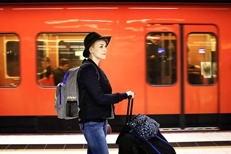 Perustulokokeilussa mukana oleva Mari Saarenpää oli maaliskuun lopussa käymässä Helsingissä.