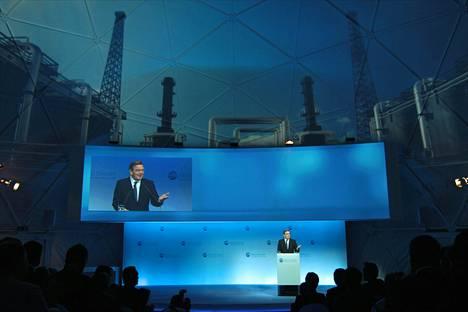 Saksan entinen liittokansleri Gerhard Schröder puhui Nord Stream 2 -hankkeen avajaistilaisuudessa Portovajan lahdella lähellä Viipuria lokakuussa 2012.