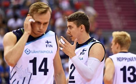 Markus Kaurto, Eemi Tervaportti ja Antti Ropponen ihmettelivät, mikä meni vikaan Bulgariaa vastaan.