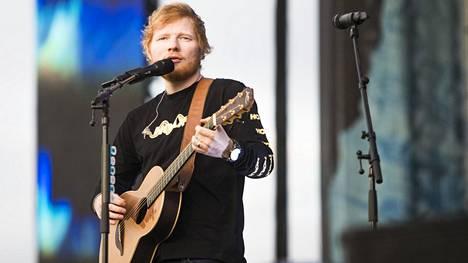 Viime kesänä Suomessa vieraillut Ed Sheeran on nykyään yksi maailman tunnetuimpia artisteja. Myös hän aloitti uransa itsenäisenä, levy-yhtiöistä riippumattomana artistina.