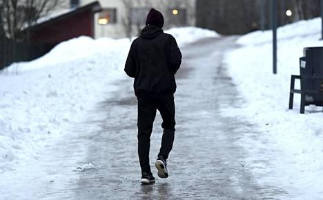 Aamupäivällä jalankulkijoita varoitetaan liukkaudesta Uudellamaalla, Varsinais-Suomessa ja Satakunnassa.