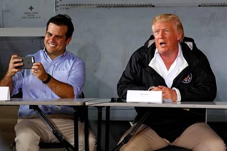 Puerto Ricon kuvernööri Ricardo Rossello sai presidentti Trumpilta tukevat kehut hurrikaanikatastrofin hoidosta.