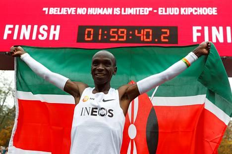 Eliud Kipchoge alitti ensimmäisenä ihmisenä kahden tunnin rajan maratonilla.