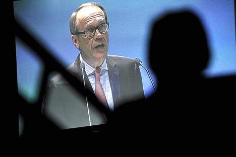 Jorma Ollila puhumassa Nokian yhtiökokouksessa huhtikuussa.