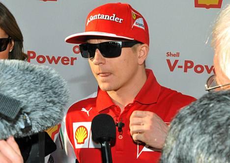F1-kuljettaja Kimi Räikkönen siirtyi viime kauden jälkeen Lotukselta Ferrarille.