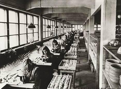 Kauklahden lasitehtaan maalaamo vuonna 1948.