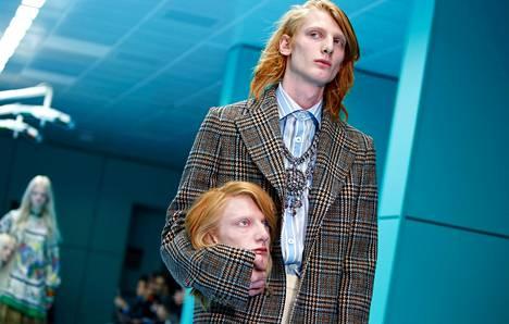 Kauhu- tai scifielokuvat muistuttavia efektimaskeerauksia on viime vuosina nähty myös muotinäytöksissä. Kuvassa Guccin näytös Milanossa vuonna 2018.