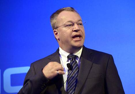 Stephen Elop lehdistötilaisuudessa Espoossa 2013.