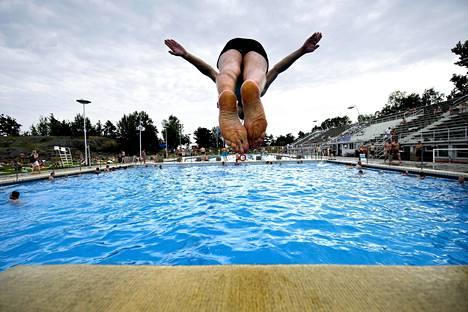 Uimahyppytaidot karttuvat Uimastadionilla.