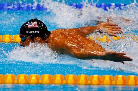 Michael Phelps ui kultaa miesten perhosuinnin 4x100 metrin viestissä Lontoon olympialaisissa elokuussa 2012.