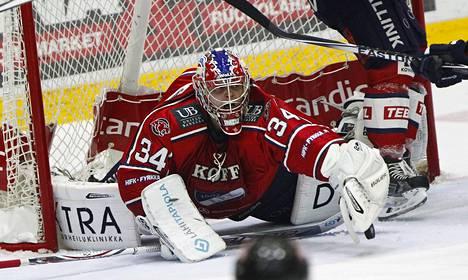 HIFK:n maalivahti Ville Husso torjui kaikki kiekot Ässiä vastaan.