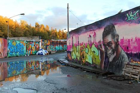 Snösätran entinen teollisuusalue on yksi Euroopan suurimmista graffitikeskittymistä. Sinne kannattaa mennä, jos haluaa nähdä väriä ja kantaaottavia oivalluksia.