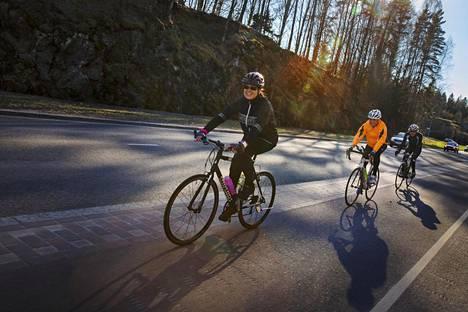 Susanna Kyllönen (vas.) osallistui toukokuussa ensimmäistä kertaa Helsingin polkupyöräilijöiden pyöräilyretkelle.