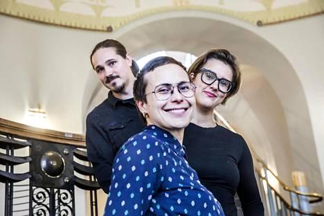 Vesa Tyni, Maiju Ristkari ja Nina Suni keräsivät kirjaansa kymmenen ihmisen tarinat sukupuolesta.