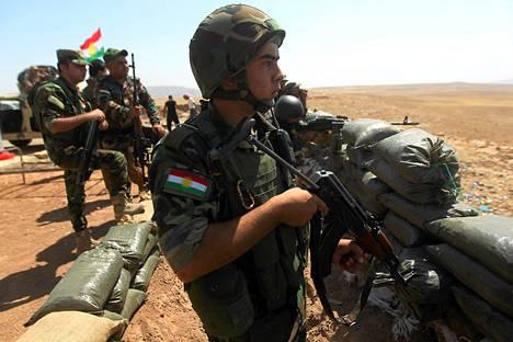 Peshmerga-joukkoja Irakissa Mosulin kaupungin ulkopuolella lauantaina.