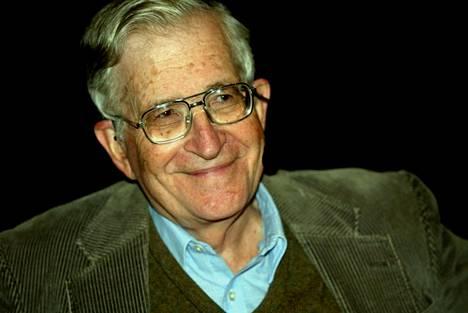 Noam Chomsky on uraauurtava kielitieteilijä ja vasemmistolainen älykkö.