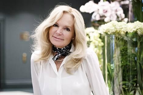 Lucinda Riley tunnetaan Seitsemän sisarta -sarjan kirjailijana.