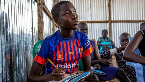 Nyalnak osallistuu peruskoulun oppitunnille New Fangakissa, Etelä -Sudanissa maaliskuussa 2020.