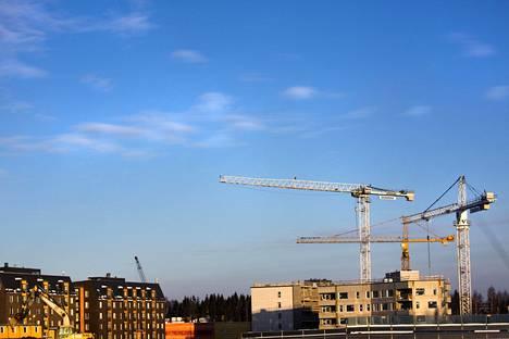 Kehäradan Kivistön aseman tuntumassa Vantaan kaupunki kokeilee tiukennettua pysäköintinormia.
