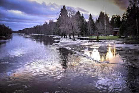 Perhonjoki tulvi Kokkolassa tapaninpäivänä 26. joulukuuta 2013.