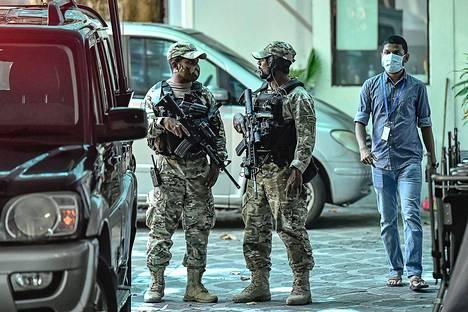 Malediivilaissotilaita pääkaupungissa Maléssa sunnuntaina.